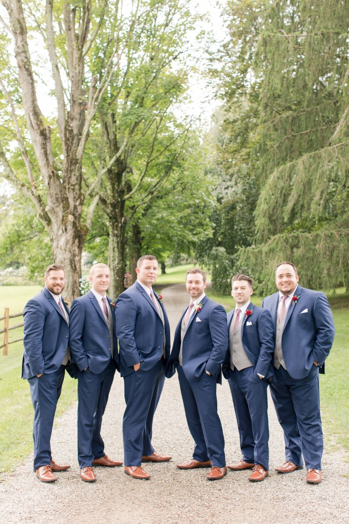 groomsmen photo, outdoor formal groomsmen photo
