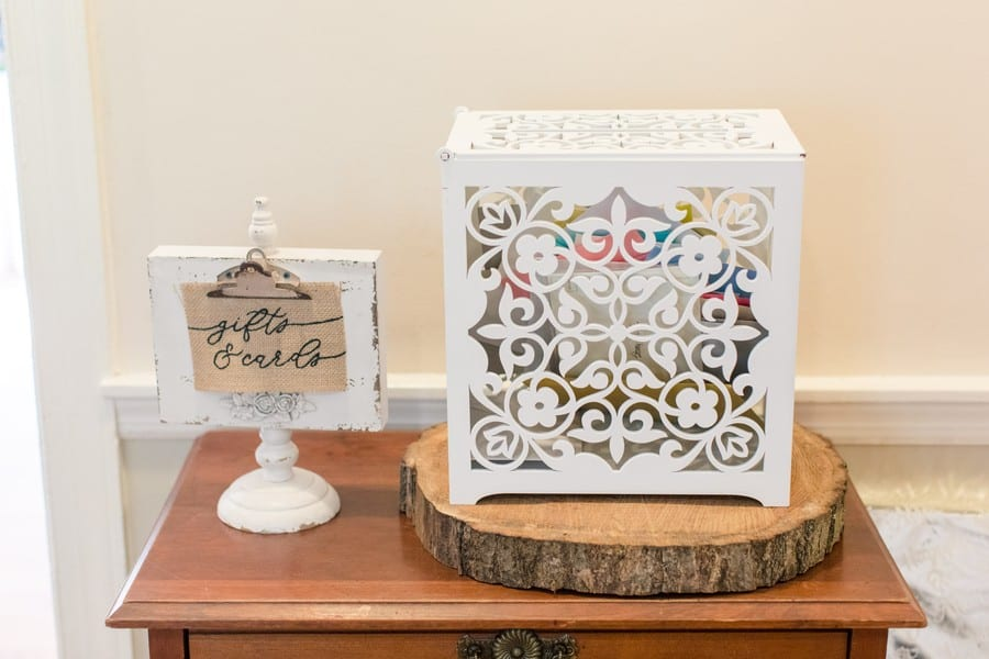 Details of the wedding: A white lace looking square box for cards and gifts