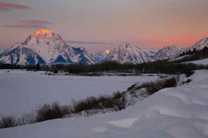 Teton Photo Adventures - Sunrise Moonset Wyoming Winter Mountains