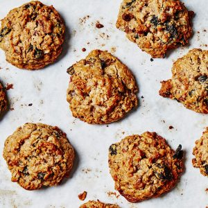 Oatmeal Raisin Cookies with Walnuts (4-Pack)