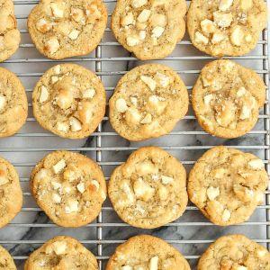 White Chocolate-Macadamia Nut Cookies (4-Pack)