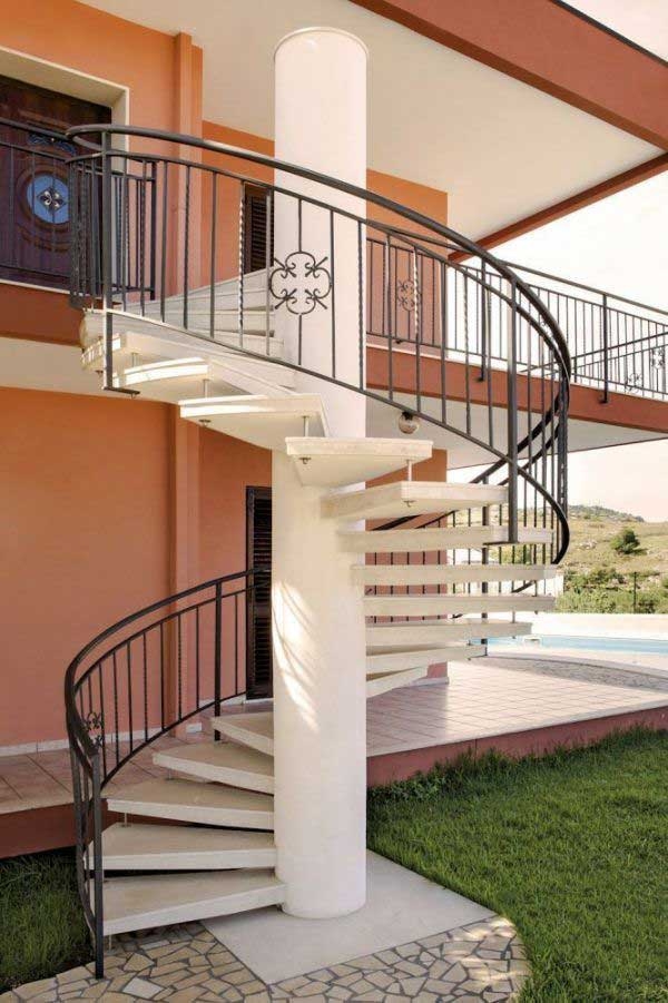 Outdoor Spiral Staircase for Deck
