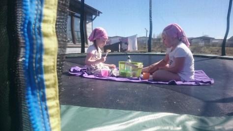 no i piknik na trampolinie