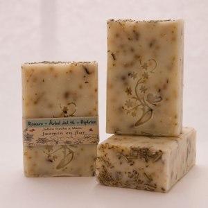 Jabón natural romero, hiperico y arbol de te