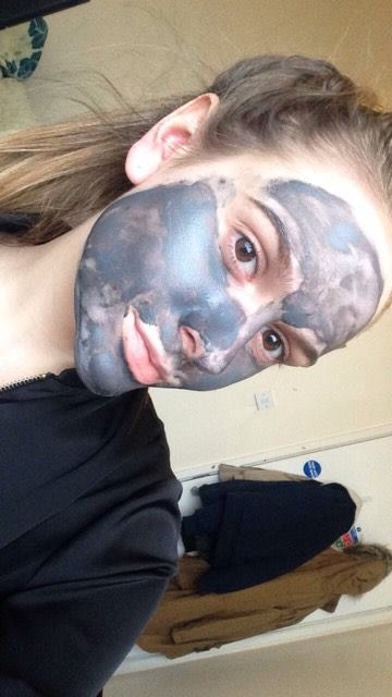 clay-mask-on-face