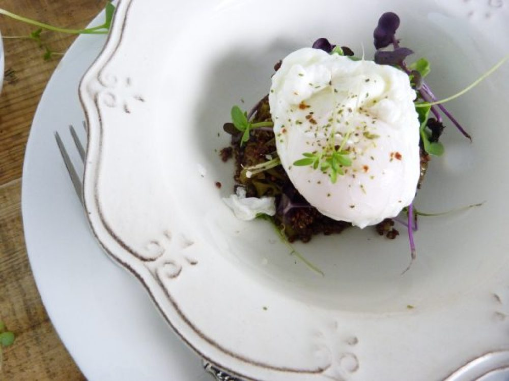 Cómo-hacer-quinoa-con-verduras-y-huevos-poche-Receta-sana-Quinoa-Roja-jazmin-y-canela-andrea-carucci-1