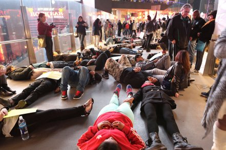 Die-in on walkway between Planet Hollywood and Cosmopolitan. Photo by Beverly Yuen Thompson