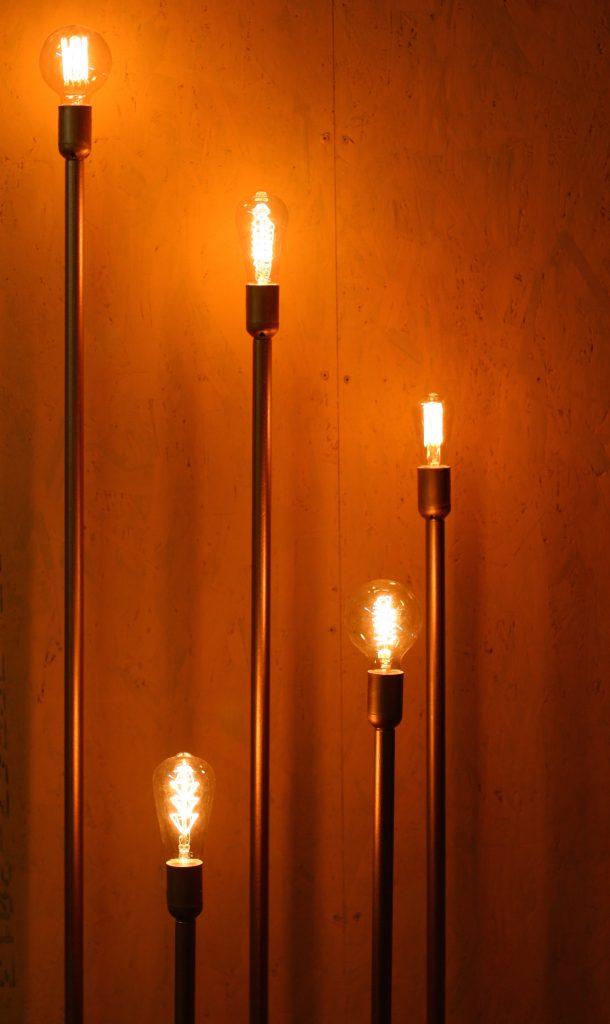 Светильник Jazzlight из труб с лампами