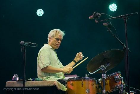 Gerry Hemingway van BassDrumBone live op Gent Jazz