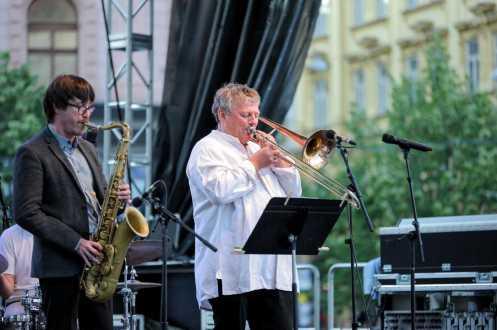 Paul Zauner – trombone, Osian Roberst – tenor saxophone