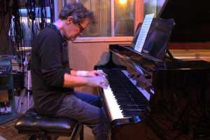 Když Gary Husband hraje Johna McLaughlina na klavír…