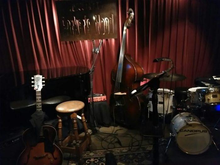 那覇市久茂地のジャズ・クラブ「Parker' Mood Jazz Club」のステージ。
