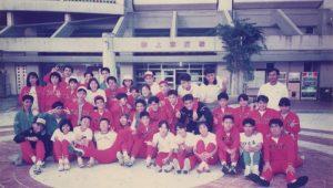 那覇高校陸上部集合写真。1989年インターハイ県予選。