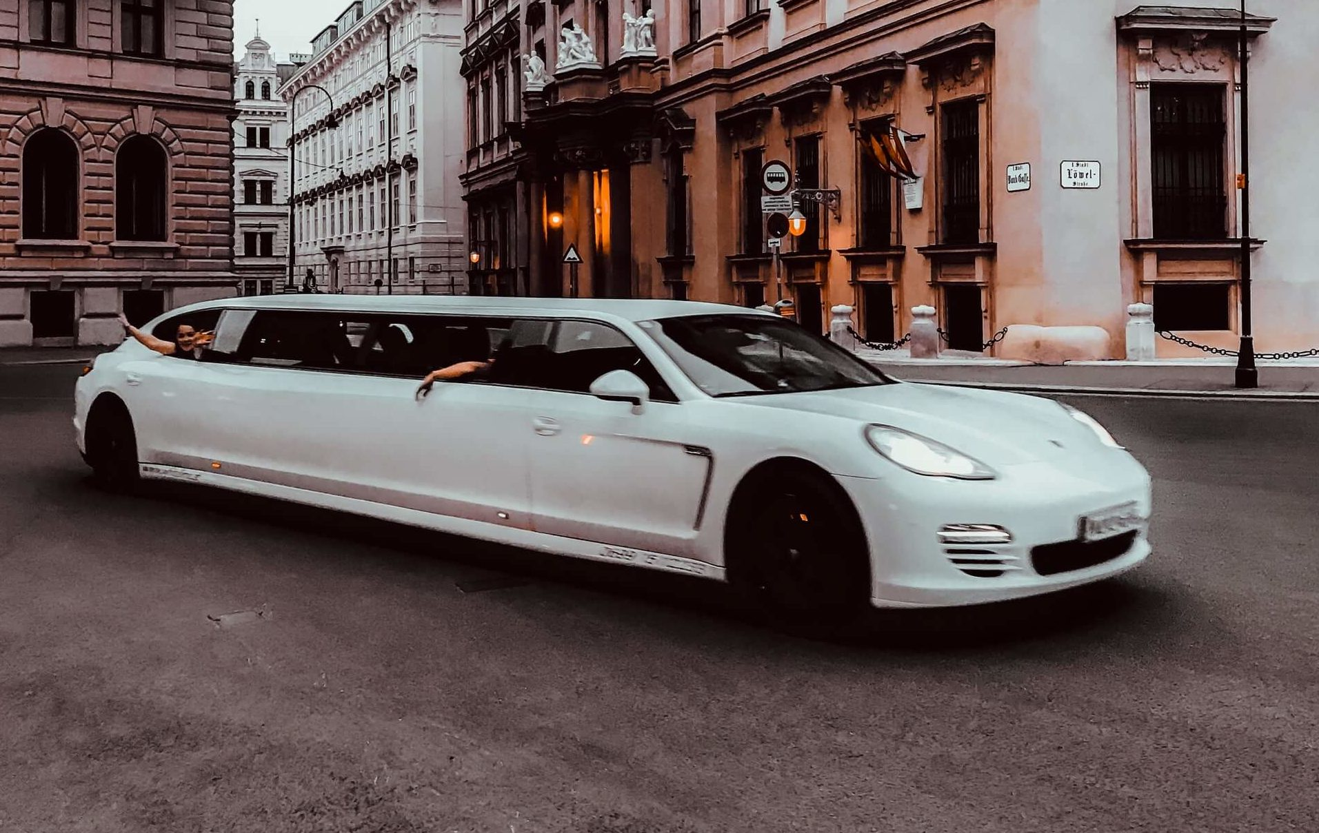 Rent a Limo Service for Your Next LSU, Saints or Pelicans Game