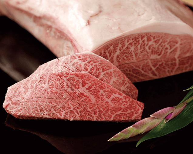 同店で人気の高い神戸ミスジ。お肉のプロが目利きした逸品を、熟練の和食の料理人がその技と器で表現しコラボレーション