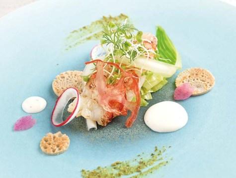 軽く炙った車海老のマリネ フロマージュブランとトマトエッセンスのソース