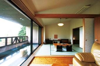 家族やグループでの宿泊に最適な特別室。他にもご夫婦やカップルに人気の和室モダンタイプ、ロッジスタイルの部屋などがある