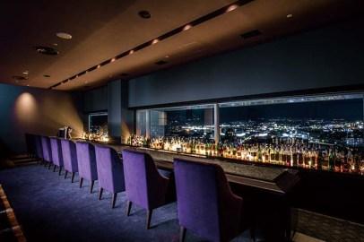 松本平の奥深い情緒的な夜景を一望できる贅沢なバーカウンター