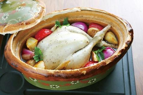 福島県産伊達鶏のベッコフ(アルザス地方を代表する煮込み料理で、写真は鶏肉を使用してNaomi OGAKI風にアレンジしたもの)