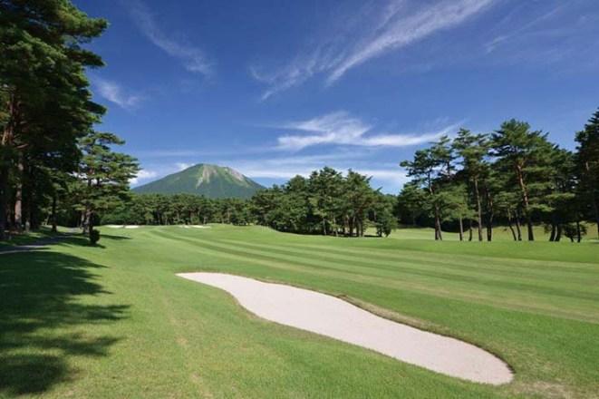 17年連続で「日本の有名ゴルフ場100選」に選ばれるほどの実力。自然の地形を活かした設計は、巨匠・上田治氏の技が光る。戦略的で優雅なコースでランドを愉しみたい。2005年日本アマチュアゴルフ選手権開催。2020年日本女子アマチュアゴルフ選手権開催