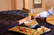 開栓しグラスに注ぐ、という日本茶の新しいスタイルを「玉兎」は提案している。ノンアルコールを選択する方が増える乾杯シーンにも、シャンパン同様の華を添える