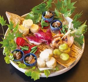 旬の食材を贅沢に使った「夏の八寸」