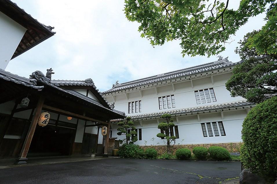 宮大工が建てた純日本建築の建物をその ままに使用した風格が現代に息づく宿