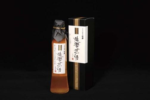 オリジナル特製調味料「延楽煎酒」。煎酒は室町時代から江戸時代まで広く一般に用いられていた調味料で、くせがなく素材の持ち味を引き出してくれる。白身魚のお造りやドレッシングにも使える 「延楽煎酒」 200㎖ 1,440円(税込)