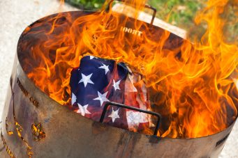 Flag_Retirement_Event-¬2015_Steve_Ziegelmeyer-0018