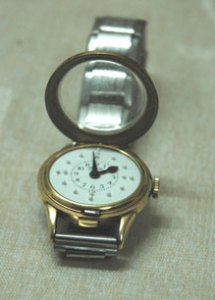 A tactile watch with the cover open (image available without copyright from Wikipedia Commons)