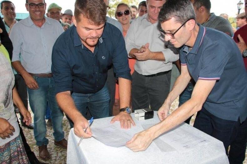 3 anos após telhado desabar é assinada Ordem de Serviço para obra da Estação Ferroviária 1