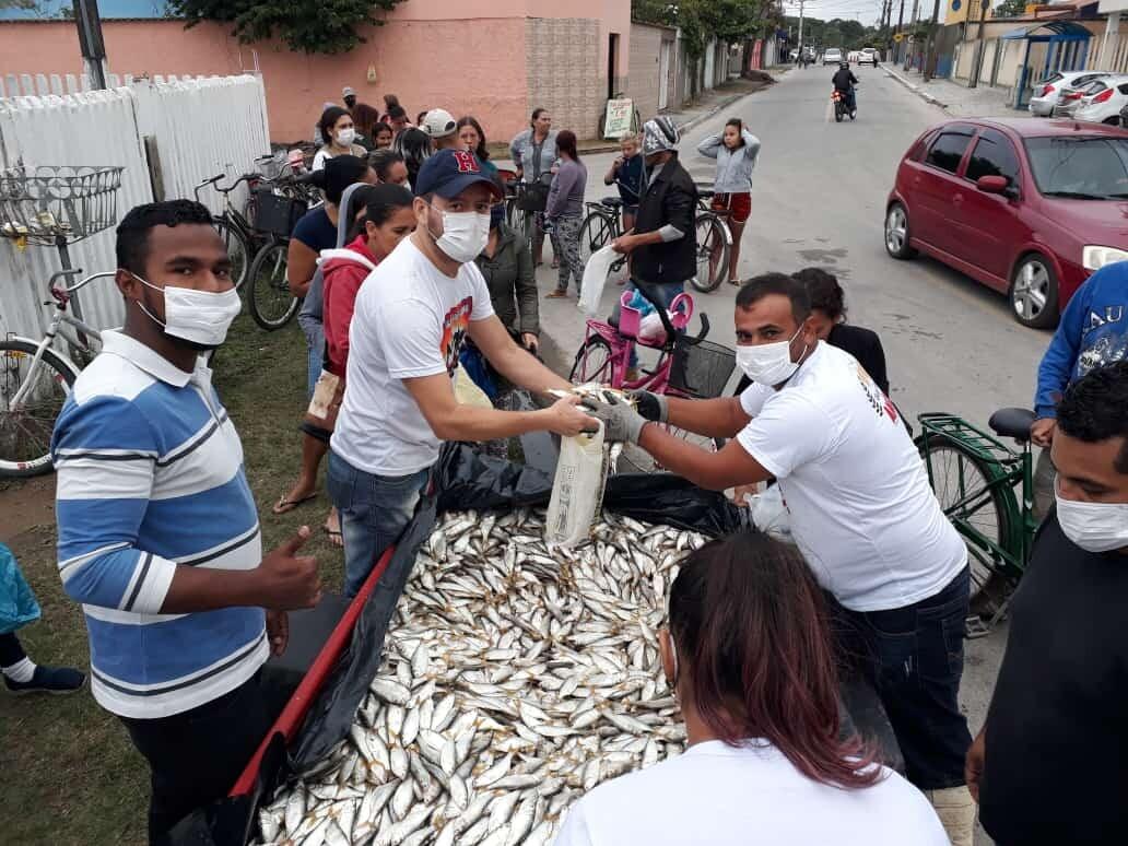 Rede do bem: pescador e amigos realizam pesca voluntária para doação de sardinhas 1