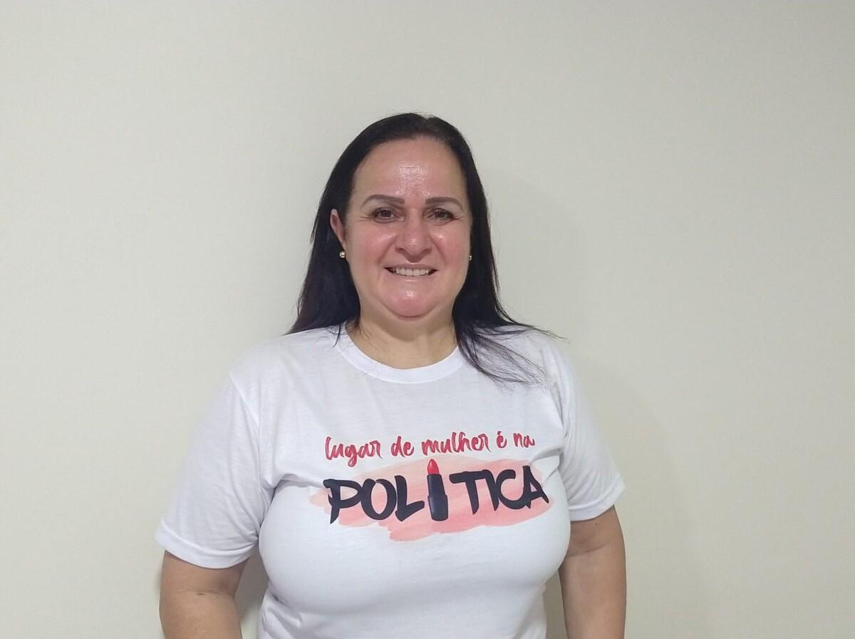 Acreditando na força da mulher, professora Simone Mello disputa vaga no Legislativo 1