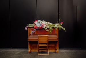 piano with flowers - prepare robust items for relocation