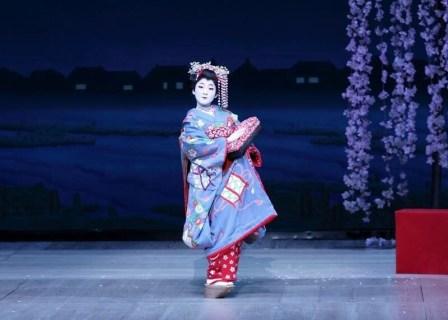 日本舞踊で踊らないと?!