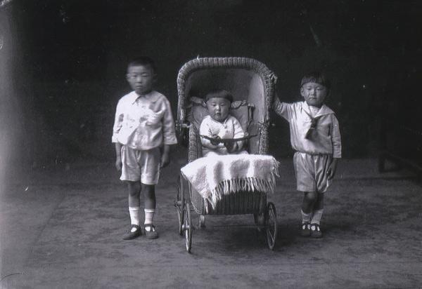 Aoki_family_01