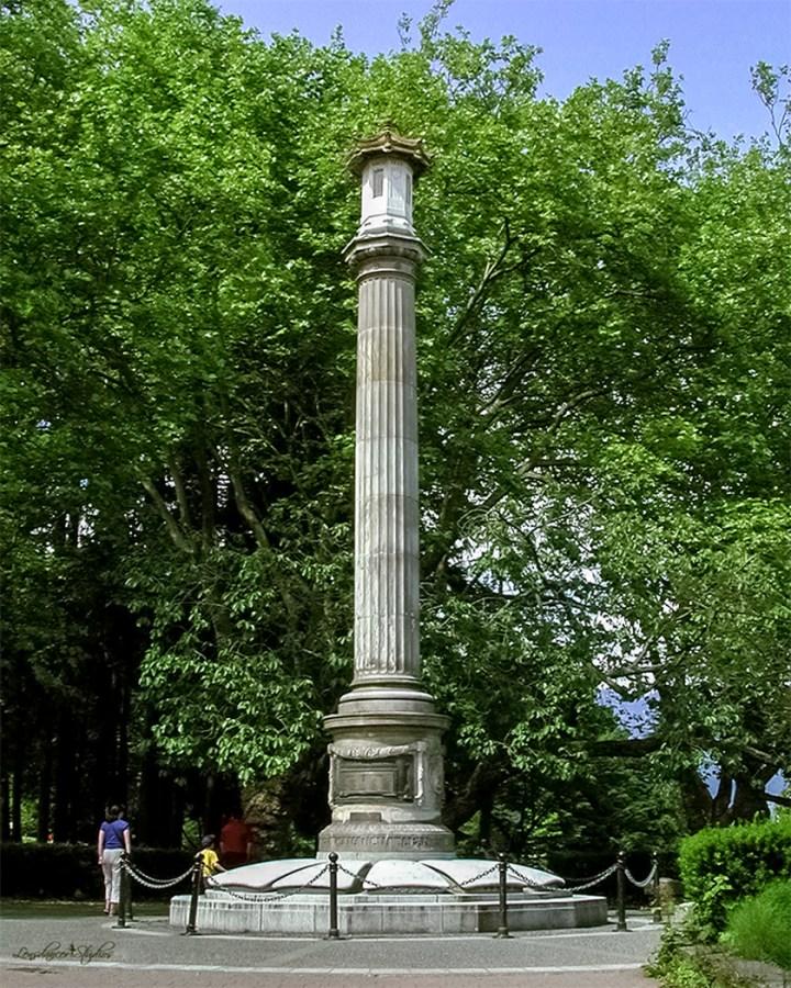 日系人戦没者のためにスタンレー・パークに建てられた記念碑 © Joy Gerow