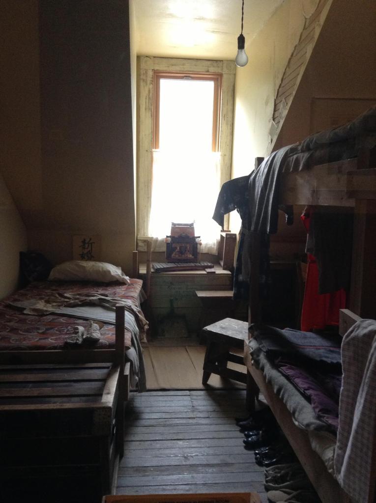カスロ収容所当時の部屋の再現。崩壊寸前だったゴーストタウンのホテルを、日系人が修復した。今はコミュニティセンターとして、また日系史博物館として使われている。