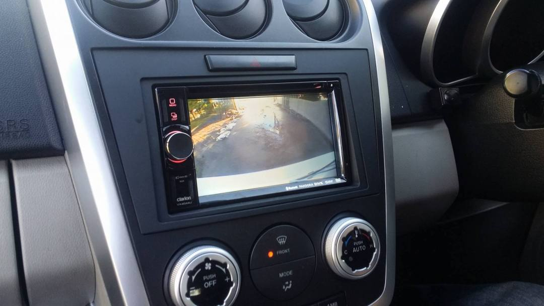 Clarion VX406AU - HDMI Input for Seamless Mirroring to the Screen from Your Mobile Phone!