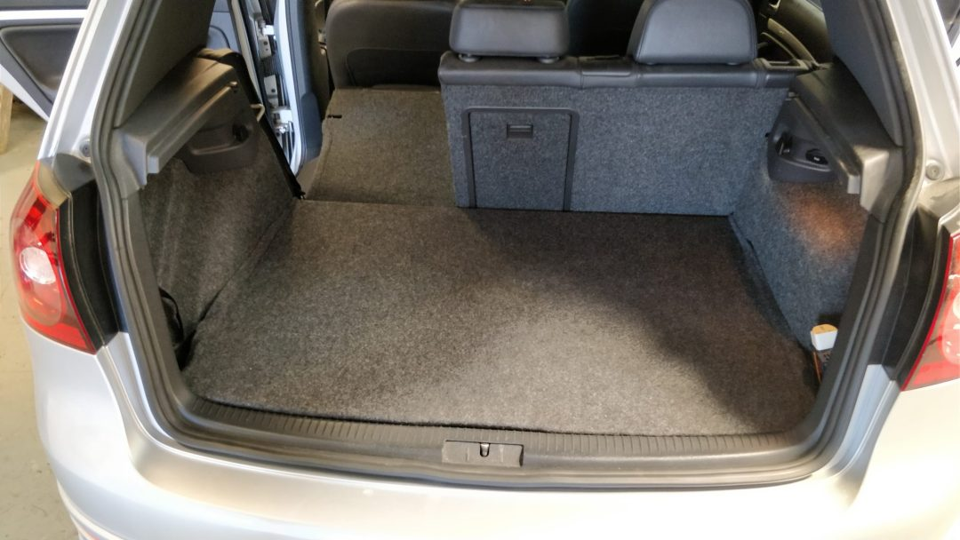 R32 Golf Under Boot Install With Cover On