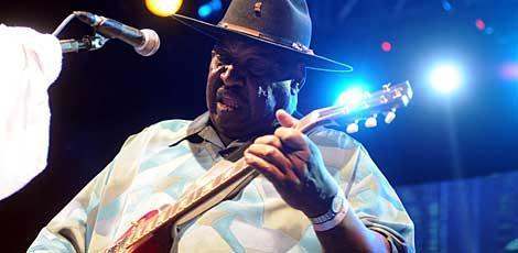 Artista ganhou destaque por misturar elementos do blues do Mississippi / Foto: Guga Matos/JC Imagem