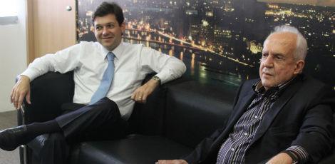 Jarbas (D), com o prefeito Geraldo Julio: força total ao PSB   / Clemilson Campos/JC Imagem