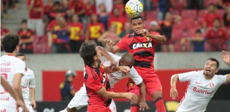 Rubro-negros e colorados protagonizaram jogo fraco na Arena de Pernambuco / Foto: Guga Matos/JC Imagem