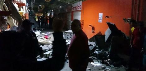 Além do caixa eletrônico, explosão atingiu boxes localizados no Moda Center / Foto: Reprodução/Marco Araújo / Blog Rota 190