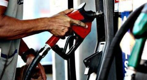 A gasolina mais cara do Brasil está na região Norte. Em Tefé, no Amazonas, o preço médio é de R$ 4,941 por litro / Foto: André Nery/Acervo JC Imagem
