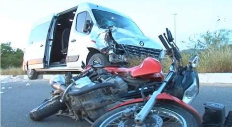 Image result for colisão entre moto e van