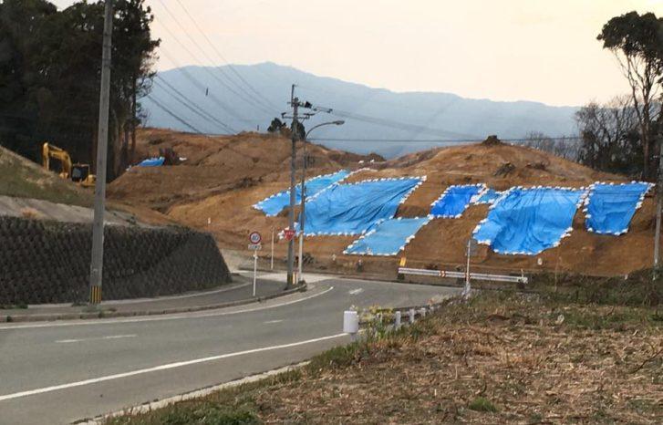 遺跡が発見したと思われる、福岡県立嘉穂総合高等学校近くの小山