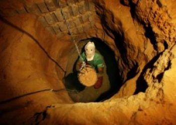 A Palestinian tunnel digger in Rafah.