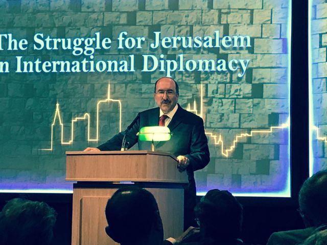 """ד""""ר דורי גולד בהרצאה בלונדון"""