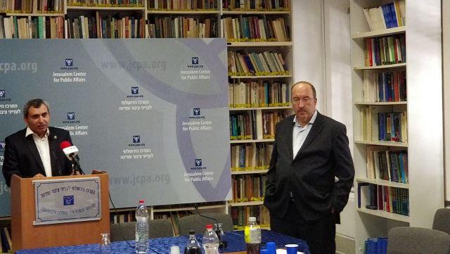 דורי גולד, נשיא המרכז ירושלמי לענייני ציבור ומדינה והשר זאב אלקין (צילום: דוברות)